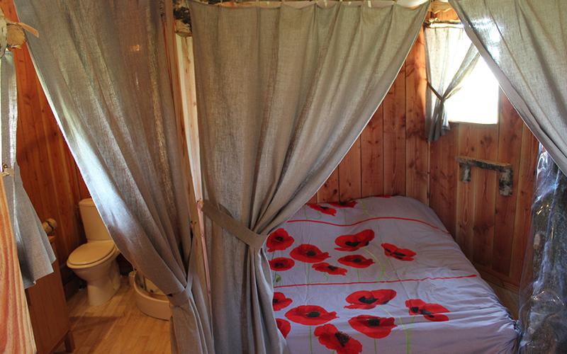 cabane avec lit double